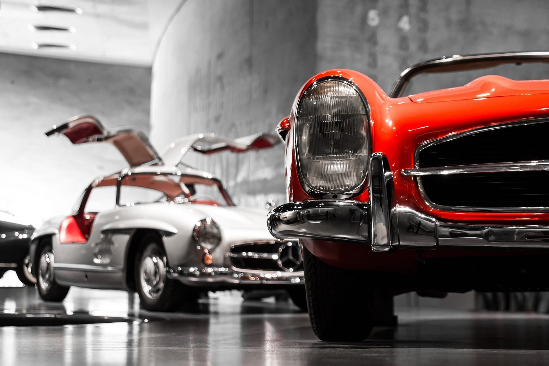 Classic Cars Prices vs Exchange Rate Impacts at Auctions - jg photography VOsy vH3V2c unsplash